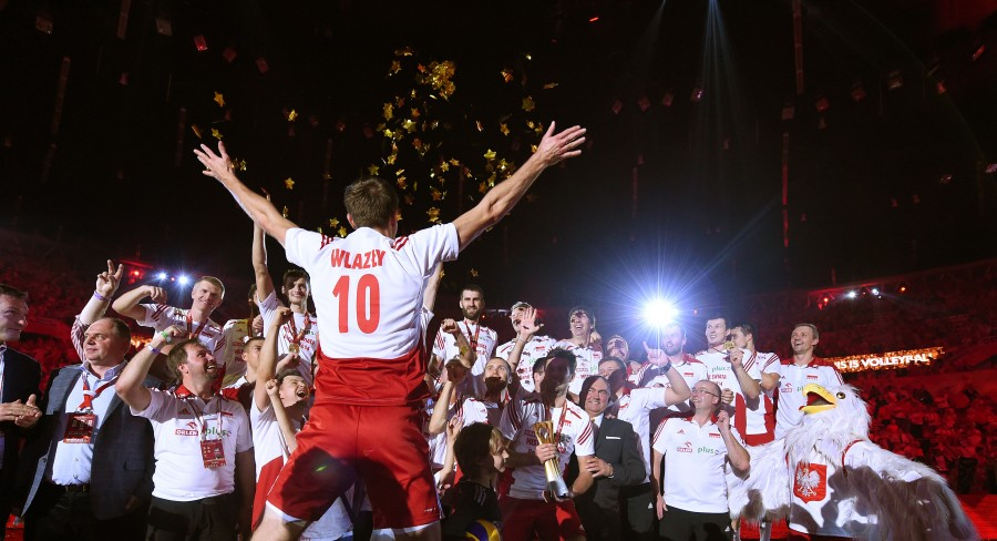 Poland's Mariusz Wlazly celebrate after awarding ceremony